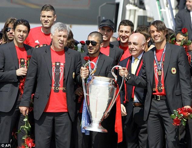 Ancelotti og spillerne med Champions League gullet i 2007.
