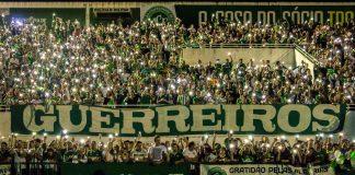 By Daniel Isaia/Agência Brasil - http://agenciabrasil.ebc.com.br/geral/foto/2016-12/arena-conda-tem-tributo-pelas-vitimas-de-voo-da-chapecoense, CC BY 3.0 br, https://commons.wikimedia.org/w/index.php?curid=53685066